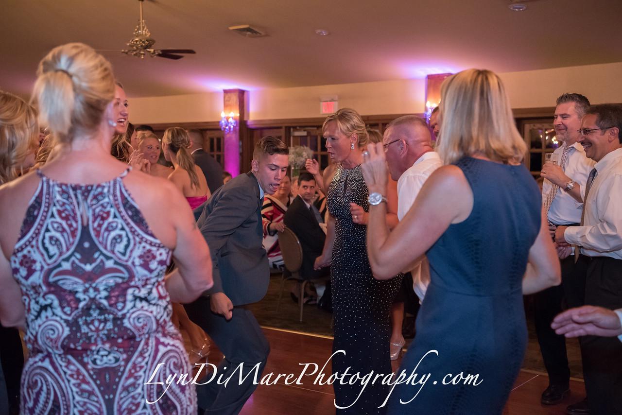 20160812_kellsie-and-paul-carone-wedding_641-x2